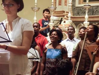 Il coro gospel More Than Conquerors durante le prove - foto di Silvia Perucchetti